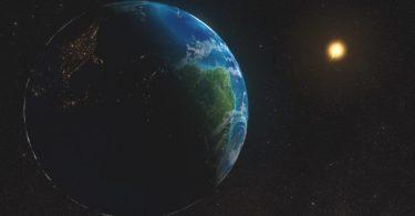 Земља и Сунце (НАСА).