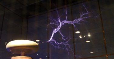 Теслин калем у Грифитовој опсерваторији (Википедија Комонс)