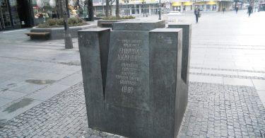Споменик Емилијану Јосимовићу (Википедија)