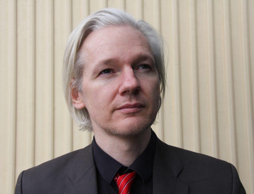 Џулијан Асанж (Википедија)