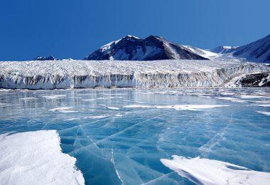 Под вечитим ледом (Википедија)