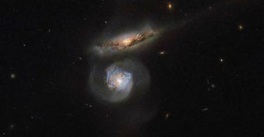 MCG+01-38-004 i MCG+01-38-005 (NASA, ESA)