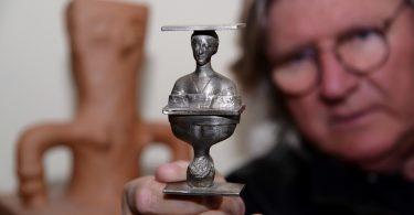 Najmanji Tesla (skulptura Dragana Radenovića)
