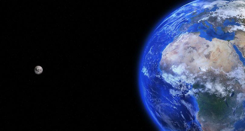 Месец и Земља (Пиксабеј)