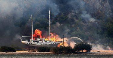 Brod u plamenu