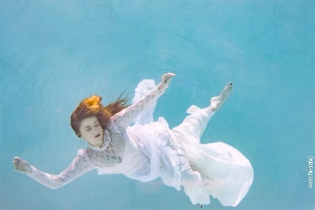 Devojka u moru snova